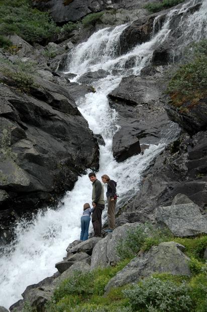 водопад вблизи